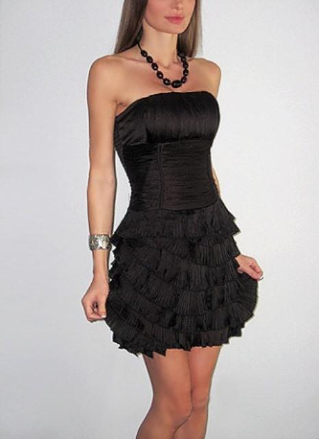 siyah straplez mini mezuniyet elbisesi