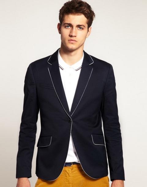 Ceket modelleri yaz kış kullanılmakta olup, erkekler gerek iş hayatında gerekse günlük yaşamda oldukça sık kullanılmaktadır. Son zamanlarda özellikle erkek blazer ceket modelleri sık sık erkekler tarafından tercih edilmekte olup, fiziki anlamda da sıkı bir vücuda sahip olanlarda şık bir görünüm vermektedir.
