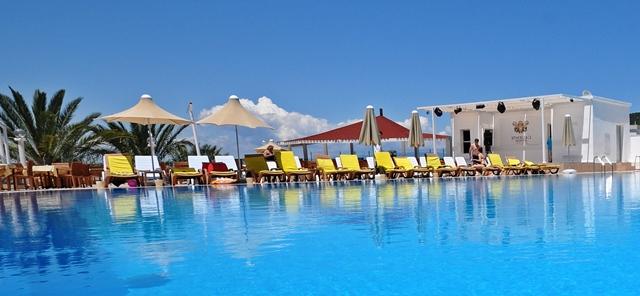 caliente bodrum resort havuzu